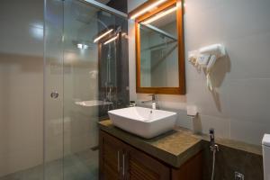 Ceyloni City Hotelにあるバスルーム