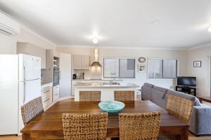 A kitchen or kitchenette at Lentara Street, 84