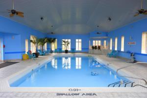 The swimming pool at or near Fullerton Manor Inn