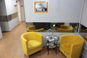A seating area at CHEERS Rooms Arbat