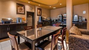 A restaurant or other place to eat at Best Western Plus Estevan Inn & Suites