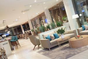 The lobby or reception area at Hotel Seven