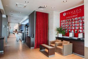 Лобби или стойка регистрации в Ramada By Wyndham Yekaterinburg Hotel & Spa
