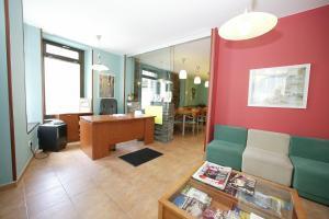 The lobby or reception area at Albergue O Durmiñento