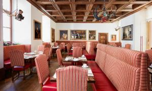 A restaurant or other place to eat at Living Hotel De Medici