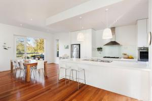 A kitchen or kitchenette at BOUTIQUE STAYS - Queen Adelaide