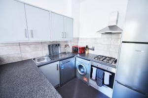 A kitchen or kitchenette at Access Maida Vale
