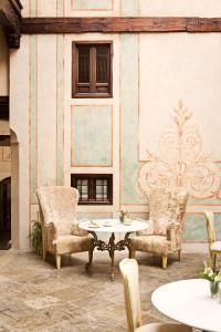 En sittgrupp på Hotel Casa 1800 Granada