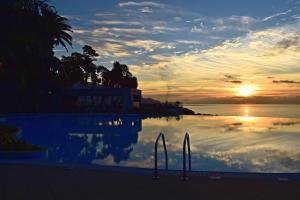 O nascer ou o pôr do sol visto a partir do hotel