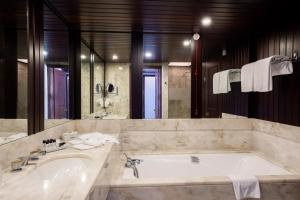 A bathroom at Pestana Bahia Praia Nature & Beach Resort