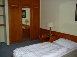 A bed or beds in a room at Öreg Malom Hotel