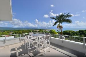 A balcony or terrace at 1 Murphy Street - Port Douglas