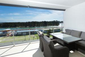 A balcony or terrace at Waterline Penthouse 304