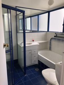 A bathroom at The Heritage 503 / 18 Manning Street