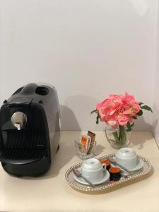 Coffee and tea-making facilities at Hotel Caiçara Itaperuna