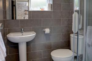 A bathroom at New Hobbit Hotel