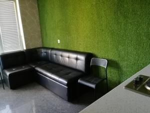 A seating area at Apartments on Velizhskaya ulitsa