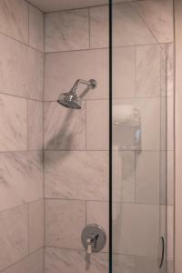 A bathroom at Hotel Triton