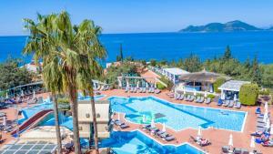 Ein Blick auf den Pool von der Unterkunft Liberty Hotels Lykia - Adults Only (+16) oder aus der Nähe