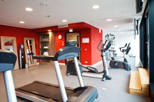 The fitness center and/or fitness facilities at Hampton By Hilton Aachen Tivoli