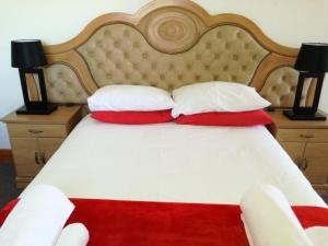 A bed or beds in a room at Sundays River Mouth Guesthouse
