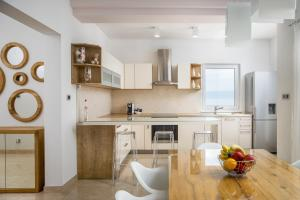 A kitchen or kitchenette at Apartment Toma