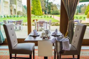 A restaurant or other place to eat at Shendish Manor Hotel