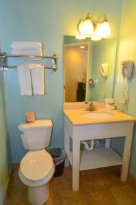 A bathroom at Bay Front Inn