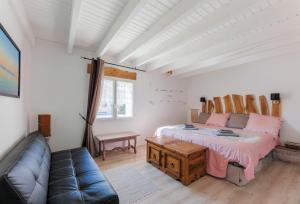 A bed or beds in a room at The Wild Seeds