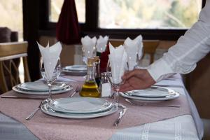 A restaurant or other place to eat at Hotel Alpine