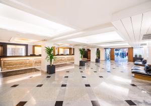 El vestíbulo o zona de recepción de Dang Derm in The Park Khaosan