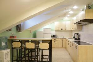 Кухня или мини-кухня в Hostel Arbat 42