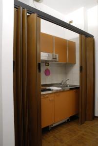 A kitchen or kitchenette at Centro Residenziale Maestoso