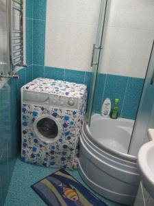 Um banheiro em Apartment near Khatai