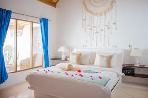 A bed or beds in a room at Sunrise Resort