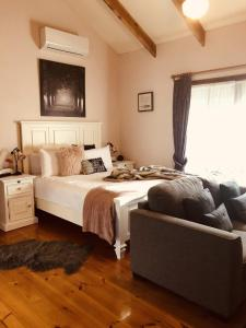 A bed or beds in a room at Glenview Retreat Luxury Accommodation