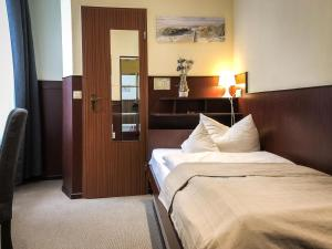 Ein Bett oder Betten in einem Zimmer der Unterkunft Hotel Hanseatic