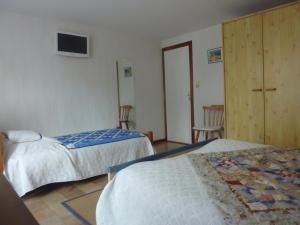 A bed or beds in a room at Clos de la Natouze