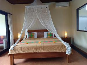 A bed or beds in a room at Semanggi Cottage