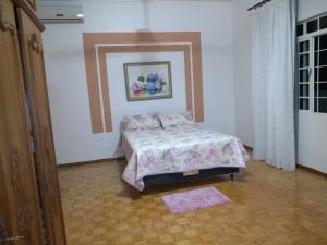 A bed or beds in a room at Aconchego da paz