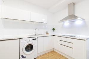 Una cocina o zona de cocina en Smart Apartment to Share in the city