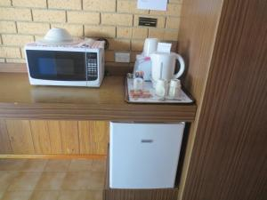 A kitchen or kitchenette at Aspley Pioneer Motel