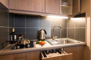 A kitchen or kitchenette at Aparthotel Adagio Liverpool City Centre
