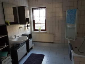 A bathroom at Ferienwohnung am Schwarzwasser