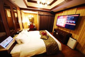 Télévision ou salle de divertissement dans l'établissement Hotel Vanilla Komaki (Adult Only)