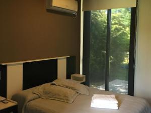 Una cama o camas en una habitación de Casa en Club de Campo