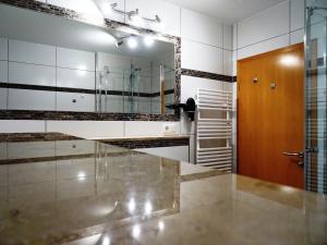 Ein Badezimmer in der Unterkunft Alte Kelterei