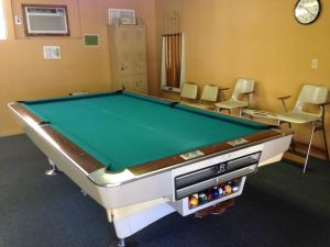 A pool table at Roadrunner Club 341 Home