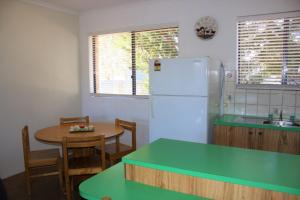 A kitchen or kitchenette at Thowra Seven - Warm, comfortable accommodation 45 mins from the snow