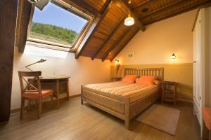 A bed or beds in a room at Hotel Rural Besaro - Selva de Irati